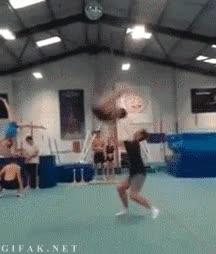 Enlace a Las típicas acrobacias que cualquiera es capaz de hacer con un mínimo de entrenamiento