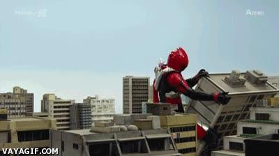 Enlace a Los riesgos de ser un superhéroe gigante en mitad de la ciudad