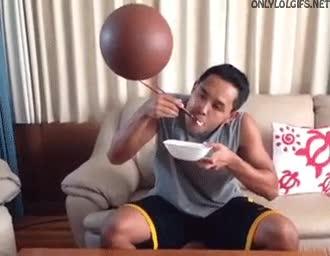 Enlace a Hacer girar la pelota de baloncesto con una mano era muy mainstream