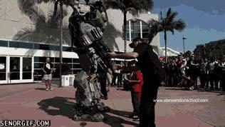 Enlace a Encantado de conocerte, Optimus