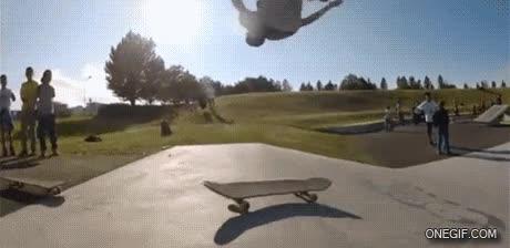 Enlace a Hacer un truco de skate con 2 monopatines, que empiece el espectáculo