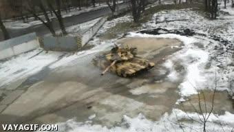 Enlace a En Rusia el drifting se hace en tanque de combate