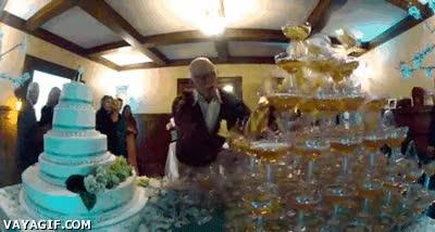 Enlace a Un buen abuelo si para intentar salvar la tarta y las copas se ha de tirar en plancha, se tira