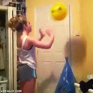 Enlace a Quiero jugar a voleibol, pero antes practicaré mis remates con esta pelota de plástico
