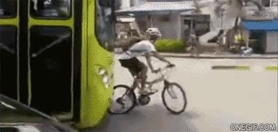 Enlace a Bueno, alguien ha aprendido hoy que intentar trollear un autobús con una bicicleta no es buena idea
