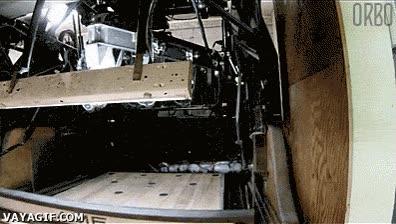 Enlace a Así funciona la máquina que coloca los bolos