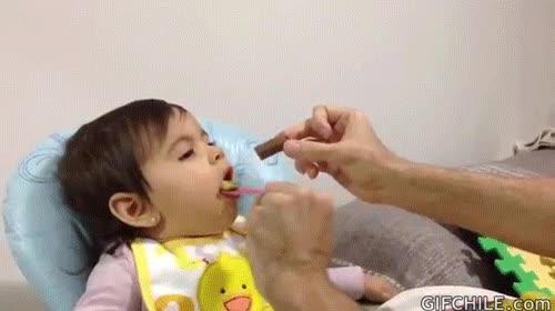 Enlace a Buen truco para dar de comer a un bebé