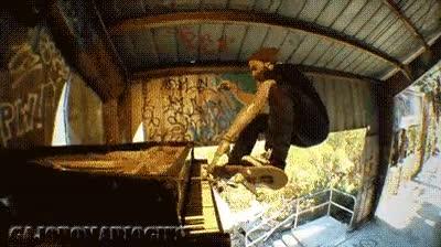 Enlace a Toco el piano mientras hago skate