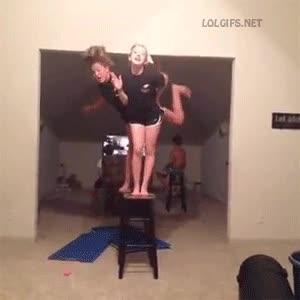 Enlace a Las sillas nunca fueron un buen lugar para bailar