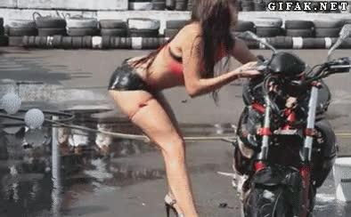 Enlace a Sí hija sí, muy sensual y todo lo que tú quieras, pero las rascadas de la moto me las pagas tú
