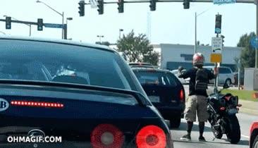 Enlace a ¿Qué el semáforo está en rojo? No pasa nada, me hago un bailecito hasta que se ponga en verde