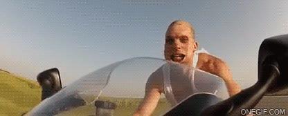 Enlace a La cara que se te queda cuando vas en tu moto a 250km/h y sin casco, ¡descerebrado!