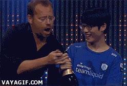 Enlace a ¡Déjame descorchar esta botella de champagne, que soy todo un experto!