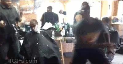 Enlace a Trolleando a tu amigo en la peluquería