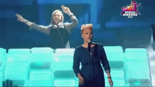 Enlace a David Guetta feat. Emely Sandé, no es por quitarle mérito al chaval, pero no parece que haga mucho
