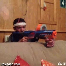 Enlace a La peor parte de una batalla épica con pistolas de balas de espuma