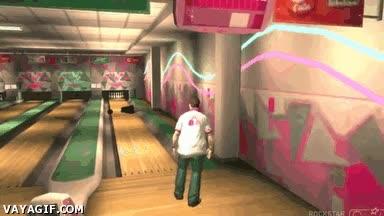 Enlace a En GTA V puedes hacer un strike en la bolera con una persona si le tiras una bola