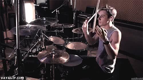 Enlace a Hacerte el guay tocando la batería, nivel: maestro malabarista