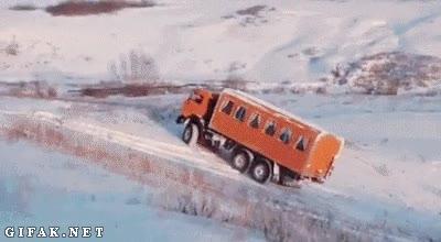 Enlace a A los camiones también les gusta jugar en la nieve