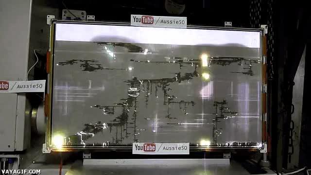 Enlace a La pantalla de una televisión de plasma rota