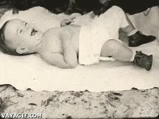 Enlace a Mucha diferencia entre un bebé humano y un bebé chimpancé