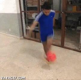 Enlace a Un auténtico malabarista del balón