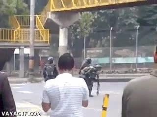 Enlace a Policías antidisturbios muy inteligentes