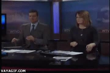 Enlace a No sé si estos presentadores de telediario no se toman en serio su trabajo o sólo lo hacen divertido