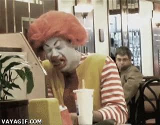 Enlace a El día que Ronald McDonald probó las hamburguesas de su franquicia