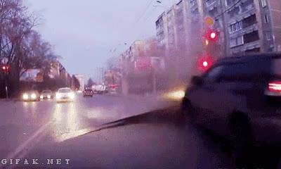 Enlace a Erupción de asfalto en plena carretera