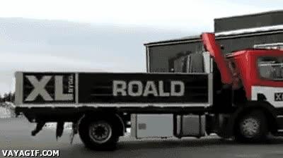 Enlace a No le gusta perder el tiempo maniobrando con el camión