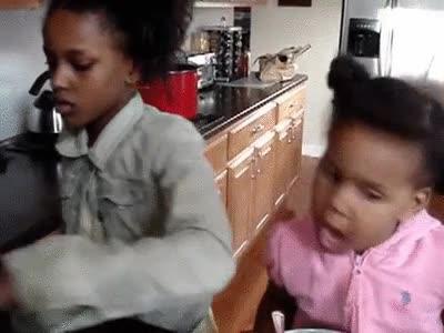 Enlace a ¡Venga hija, acábate el desayuno rápido que llegamos tarde! ¡Sí, papá!