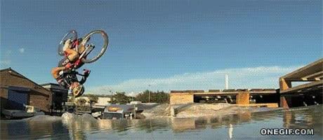 Enlace a Impresionante frontflip con una bici de carretera