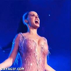 Enlace a Katy Perry en medio de un concierto, todos sabemos por qué está saltando a la comba