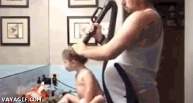 Enlace a El que inventó el aspirador no se imaginaba cuánto iba a facilitar las cosas a los padres