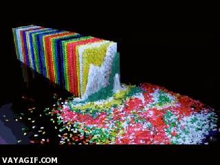 Enlace a Un efecto dominó con fichas hechas con fichas de dominó