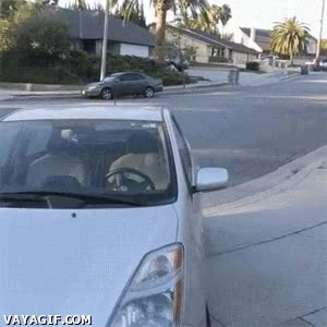 Enlace a ¿Se te han olvidado las llaves dentro del coche? ¡Llama a este tío!