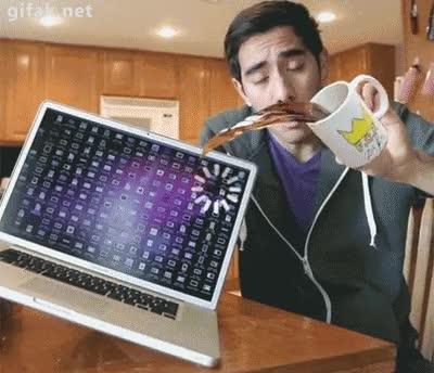 Enlace a Casi derramo el café en mi ordenador