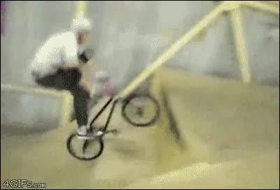 Enlace a Hay humanos que giran sobre su bici y hay bicis que giran bajo su humano