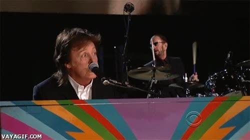 Enlace a ¿Quieres un resumen de los Grammy 2014? Paul McCartney tocando con Ringo Starr, lo demás...