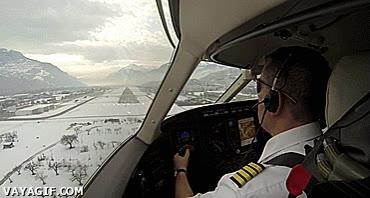 Enlace a Así ve un piloto la pista de aterrizaje desde el avión