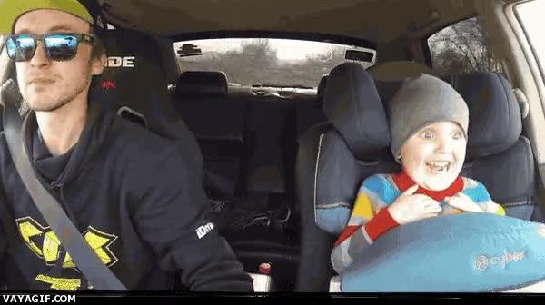 Enlace a La cara de fliparlo del niño durante el acelerón no tiene precio