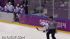 Enlace a En el hockey sobre hielo hasta el árbitro te puede tirar al suelo