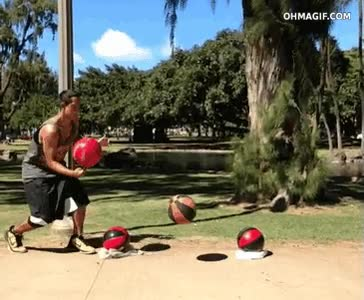 Enlace a Un auténtico malabarista con los balones de baloncesto