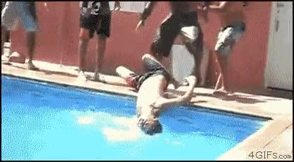 Enlace a La importancia de soltar todos a la vez cuando tiras a alguien a la piscina