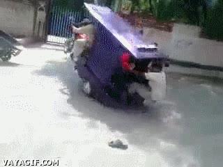 Enlace a ¿Que os lleve gratis? ¡Todos fuera de mi moto-taxi ahora!