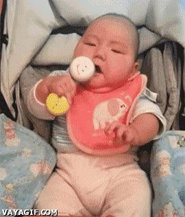 Enlace a Creo que esta pobre niña todavía no controla muy bien su cuerpo