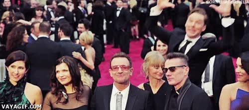 Enlace a Famosos que hacen photobombing a otros famosos