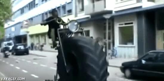 Enlace a La versión Monster Truck de las bicicletas antiguas