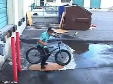 Enlace a ¡Oh no, un charco en mitad de mi recorrido en BMX!